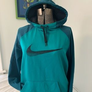 Nike women's Therma-fit hoodie size Large